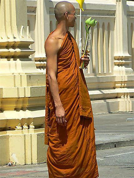 Le moine aux lotus