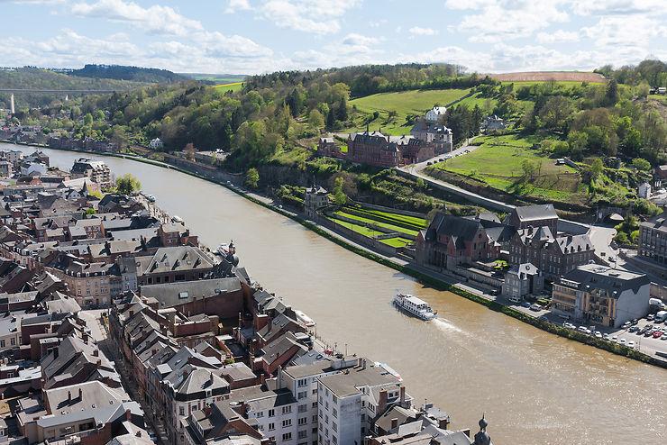 La vallée de la Meuse, en bateau ou à vélo