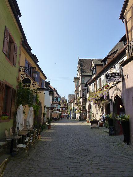 Rue perpendiculaire à Riquewihr, Alsace