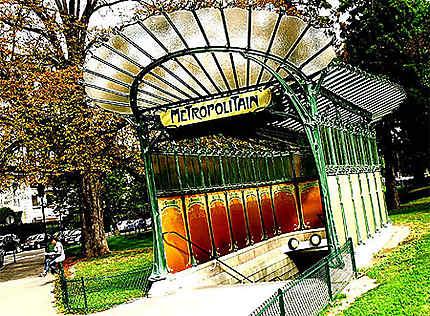 Station du métro Porte Dauphine