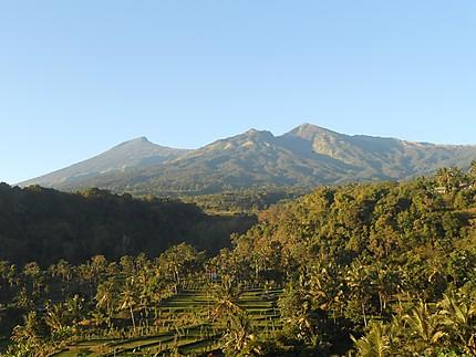 Vue sur le volcan Rinjani avant le départ
