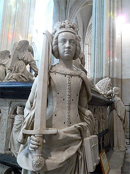 Statue dans la cathédrale de Nantes