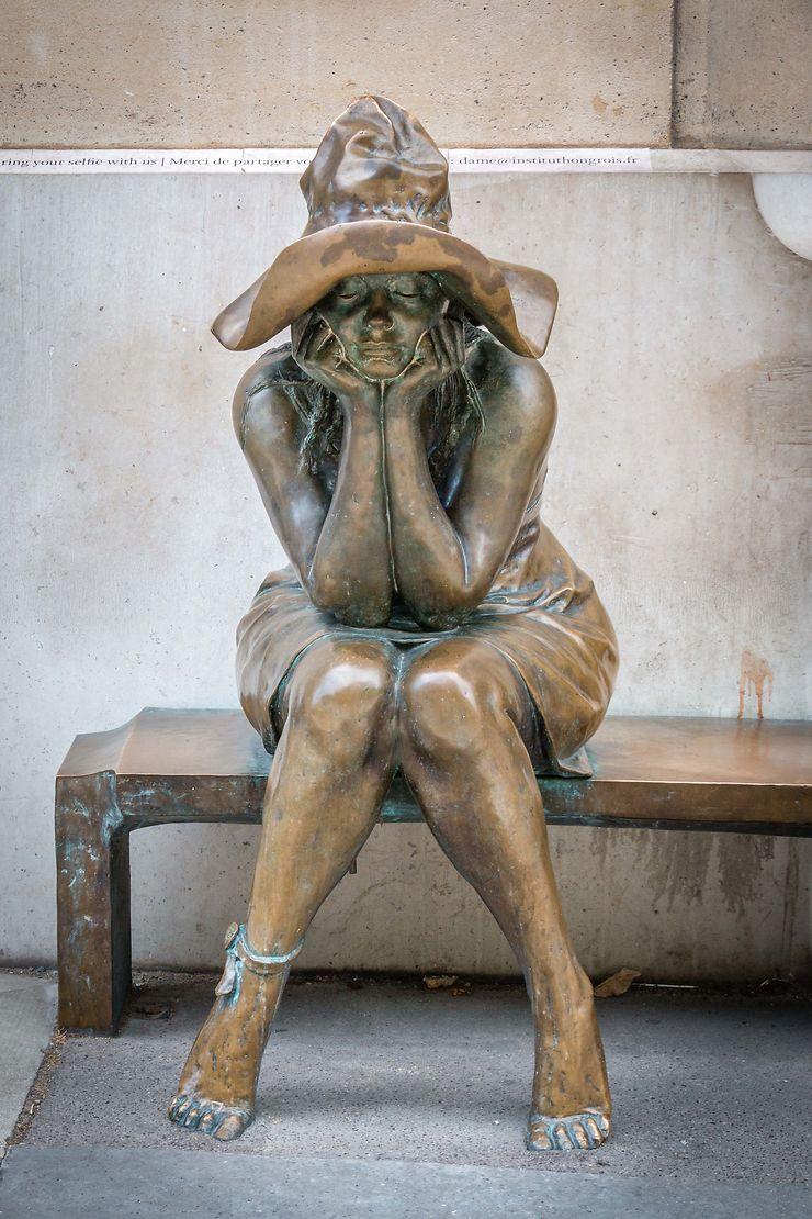 Sous le chapeau, sculpture d'Andras Lapis, Paris