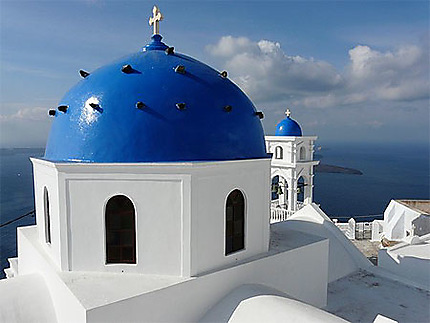Eglise sur fond bleu