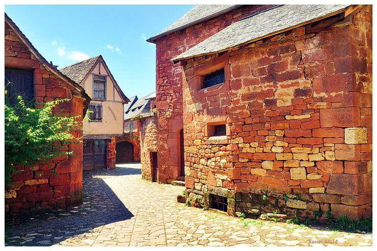 Petite rue tranquille à Collonges la Rouge, Corrèze