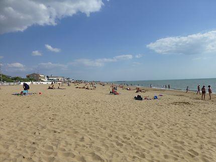 Longue plage dorée à Châtelaillon-Plage