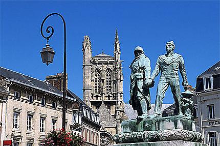 Eglise St-Etienne et monument commémoratif, Fécamp