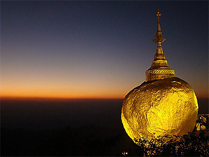 Le rocher d'or au coucher de soleil