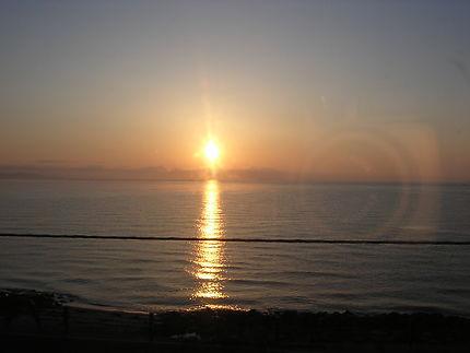 Le soleil levant sur la baie d'Hakodate