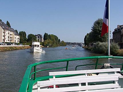 Sur le canal de Caen