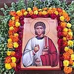 Icône décorée d'oeillets d'Inde et de basilique