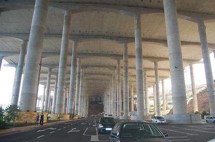 Sous la piste de l'aéroport de Santa Cruz