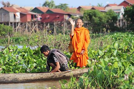 Moine bouddhiste cambodgien sur le Lac Tonlé Sap