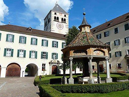 Abbaye de Novacella - Entrée et Puits