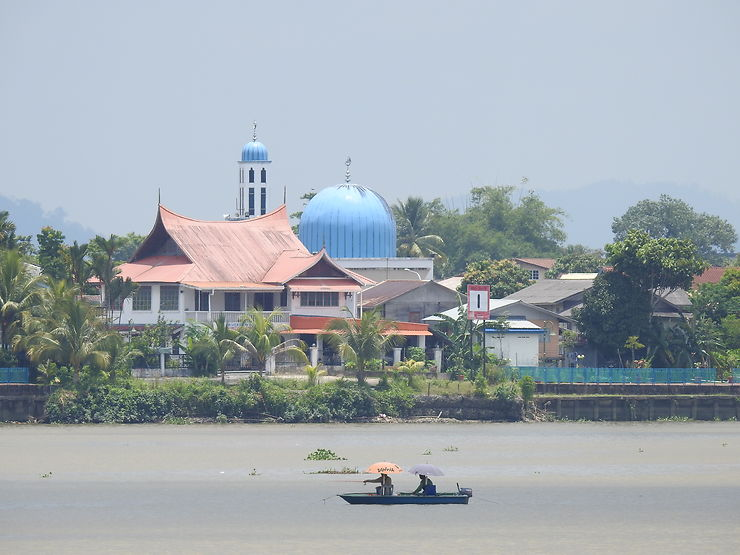 Balade sur la rivière à Kuching, Bornéo