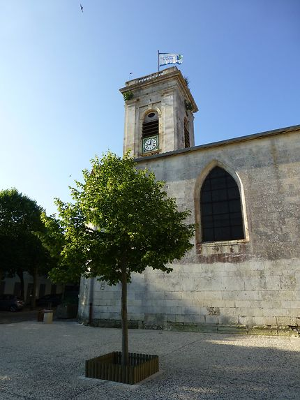 Drapeau sur l'église de Saint-Martin-de-Ré