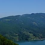 Vue sur la Drina avec les montagnes de Bosnie