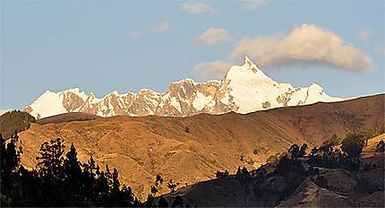 Coucher de soleil sur les montagnes à Huaraz