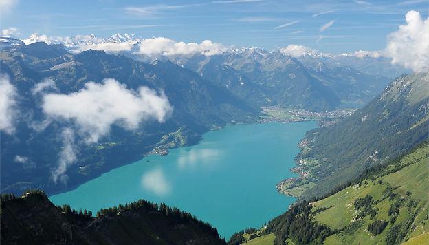 Lac de Brienz, une extraordinaire couleur turquoise. surlaroutedenosvoyages