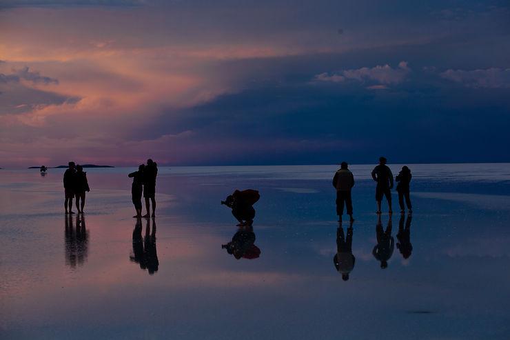 Silhouette au coucher du soleil, Salar d'Uyuni, Bolivie