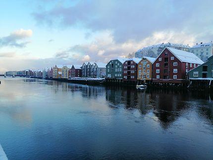 Sur les bords de la Nidelva à Trondheim