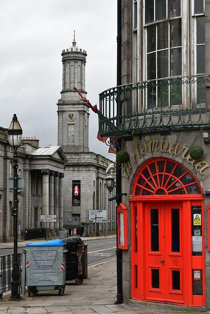Rouge et gris à Aberdeen