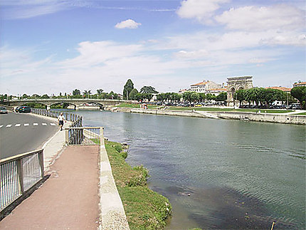La Charente coule à Saintes