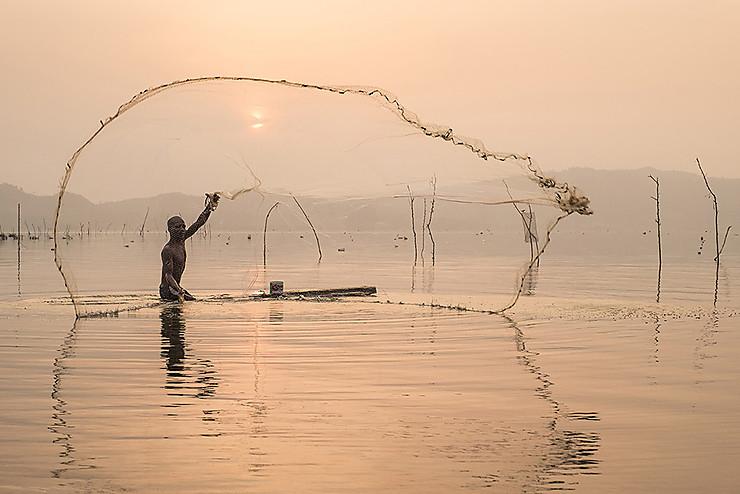 Pêcheur au Lac Bosumtwi, Ghana