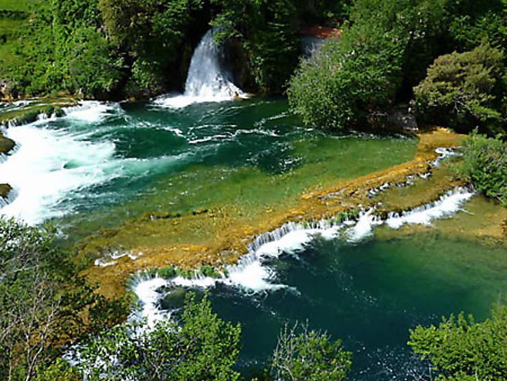 Krka, au milieu coule une rivière