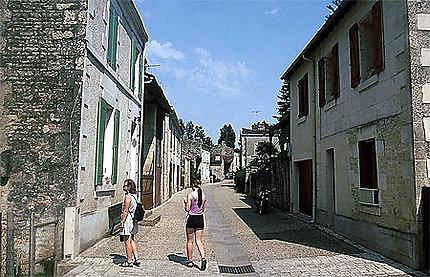 La rue principale d'Arçais