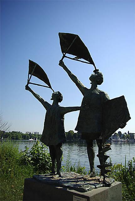Une statue dans le parc auour de l'Assenalster