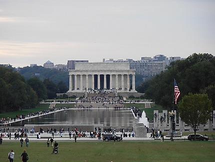 Vue sur le Lincoln Memorial et la reflecting pool
