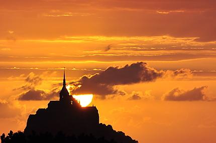 Couché de soleil sur le mont