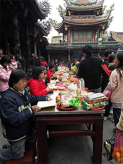 Prières au Temple de Longshan