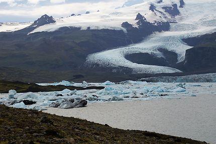 Langue glaciaire et lagon Fjallsarlon