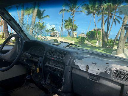 L'océan vue d'une voiture