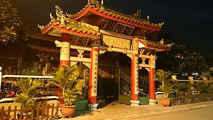 La Nuit dans une rue de Hội An