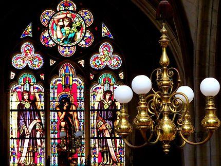 Lustre et vitraux