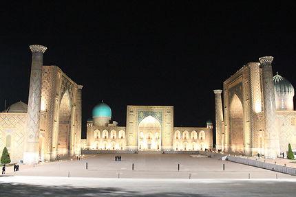 La place du Registan et ses trois médersas