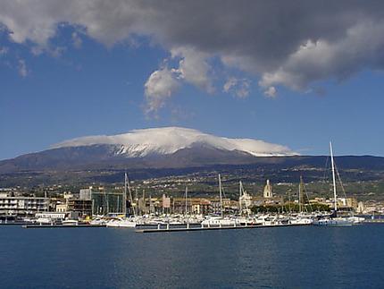 le port de Riposto et l'Etna