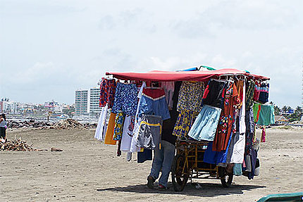 Vente ambulante sur la plage
