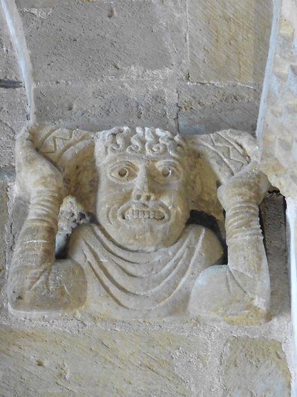 Développé debout médiéval à Conques