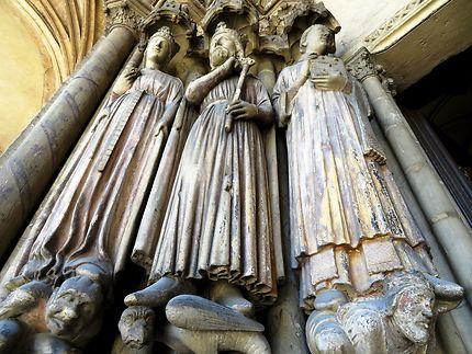 Statues entrée de l'église