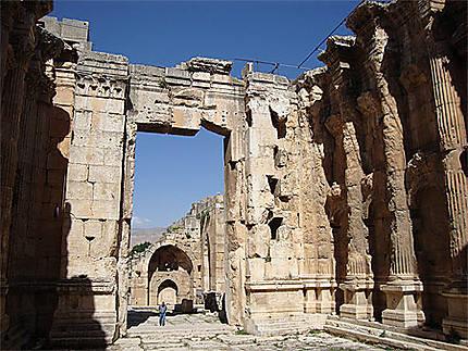 La monumentalité du temple de Bacchus