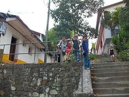 Enfants dans la ville de Copan