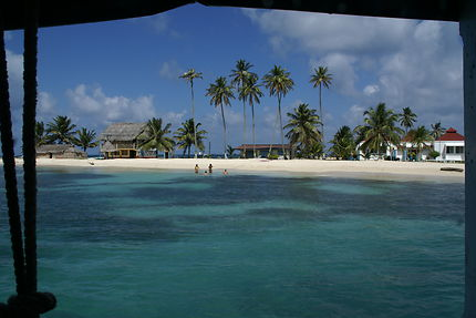 Arrivée en bateau aux îles des San Blas au Panama