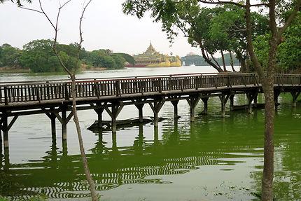 Lac Kandawgyi
