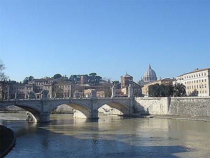 Pont St Ange sur le Tibre