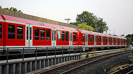 """Une rame du """"Hamburger S-Bahn"""" (le RER de Hambourg)"""