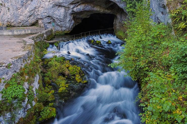 Fontaine intermittente de Fontestorbes (Ariège)